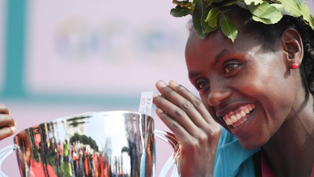Rahma Tusa from Ethiopia celebrates on the podium after winning the 24th edition of Rome Marathon, on April 8, 2018 in Rome. / AFP PHOTO / Tiziana FABI