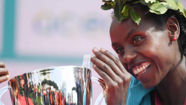 Rahma Tusa from Ethiopia celebrates on the podium after winning the 24th edition of Rome Marathon, on April 8, 2018 in Rome. / AFP PHOTO / Tiziana FABI