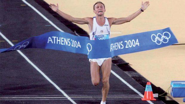 Stefano Baldini sul traguardo di Atene 2004