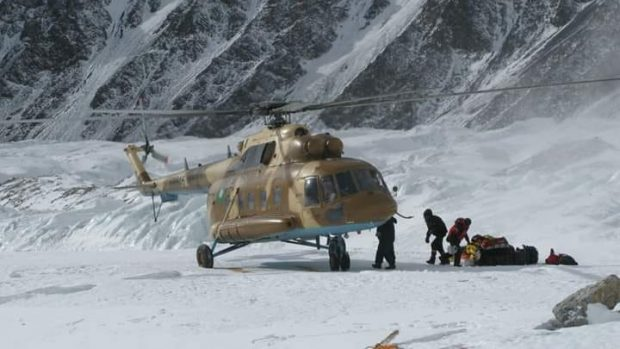 L'elicottero impegnato nelle ricerche sul Nanga Parbat