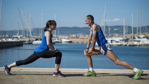 Stretching sul porto di Muggia con Olmo per l'edizione 2018