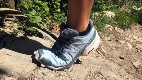 Due scarpe, un solo test: ecco un grande classico per trail